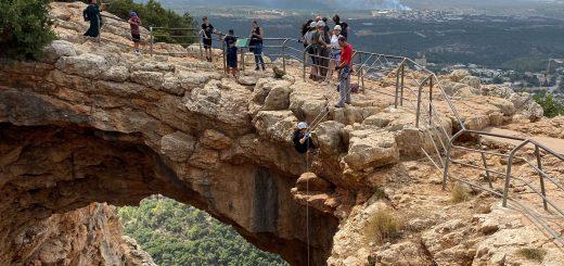 בין שמיים לארץ: סנפלינג במערת קשת